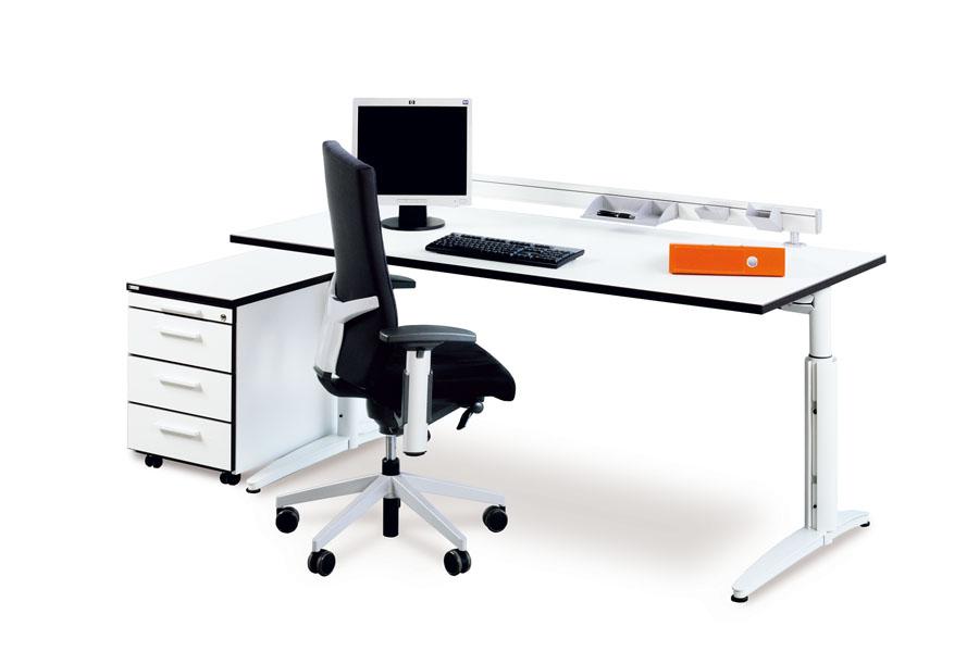 viele computer im büro
